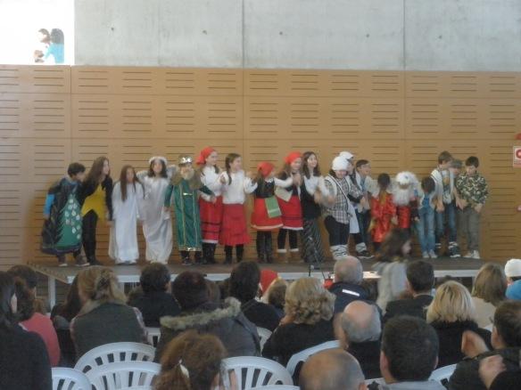 Y los mayores del cole interpretaron una escena de Navidad
